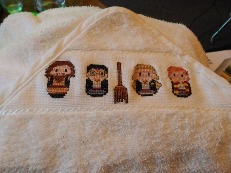 Capa de bebé. Punto de cruz. Harry potter.  Baby bath towel. Cross stitch
