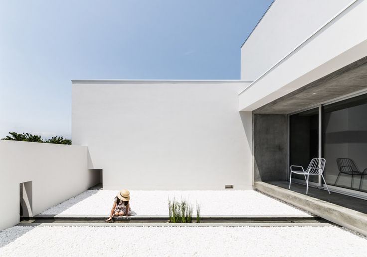Kouichi Kimura Architects designed a Courtyard House in the agricultural area of Japan