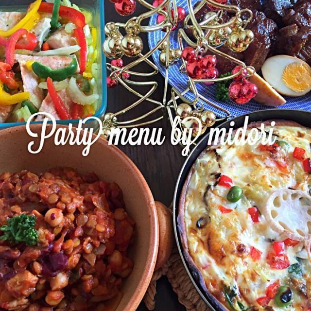 プチ忘年会のご飯準備中です。 ちょっと目はなして焦がしてもぅた〜  素手でさわって手ひりひりする〜(;´༎ຶД༎ຶ`) やっぱ私要領〜悪!! たまちゃんのベジいっぱいキッシュ⭐️パプリカと塩昆布入り チキンと色々豆のトマト煮込み のっちゃんのリブ煮込み 鮭と色々ビーマン、セロリのマリネ  あとサラダ、ピンチョス、アンチョビガーリックポテトとか、、 デザートたぶん余力ない 笑 - 149件のもぐもぐ - tamaちゃんのグリルパンで*春菊とじゃがいもと蓮根のキッシュ by みどり