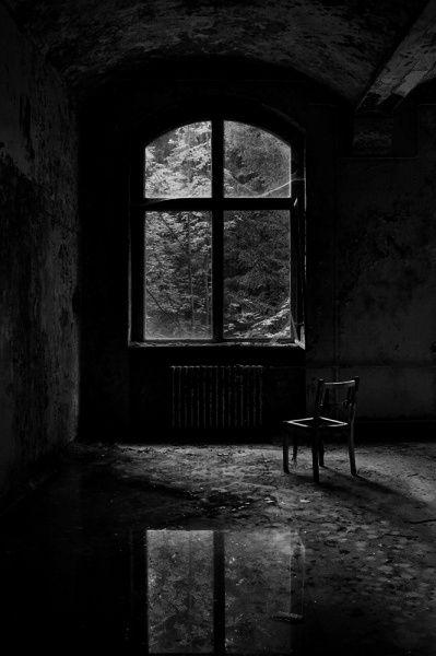 Entre muitas outras coisas, tu eras para mim uma janela através da qual podia ver as ruas. Sozinho não o podia fazer.  Franz Kafka