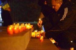 Candele aprinse pe treptele Catedralei în memoria Eroilor Martiri ai Revoluției Române FOTO VIDEO