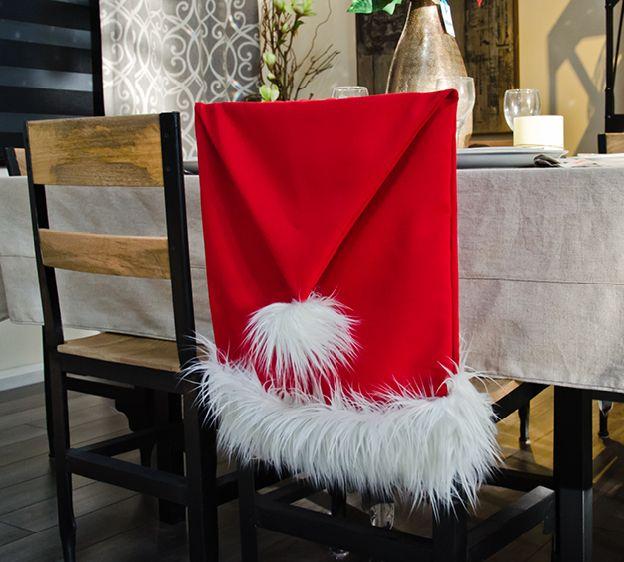 Si vous êtes comme moi et que vos chaises sont dépareillés, si vous voulez faire un ensemble il suffit pour ça de faire des housses de chaise toute simple. Je vous met quelques liens qui pourront vous aider. Prendre des tissus coton ou en burlington (tissus...