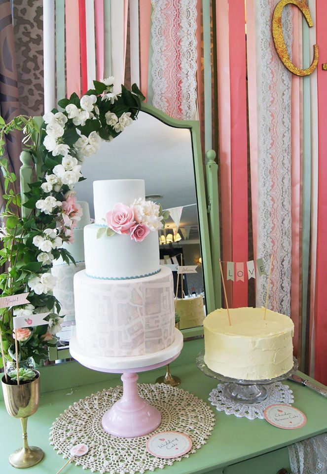 Eli & Liam's Wedding Cake by @yummcakes, styled by @madaboutpins