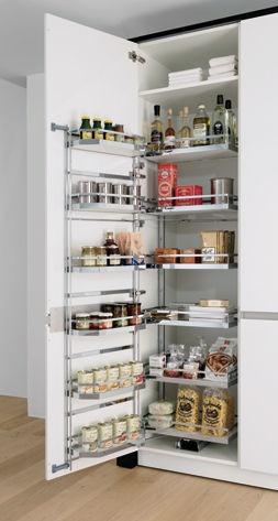 Une armoire de cuisine astucieuse à grande capacité