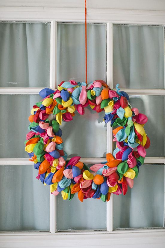 DIY balloon wreath