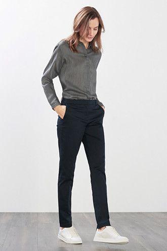 Nette broek. Goed te combineren met blouse of warme trui. Ook goed te combineren met een kort laarsje.