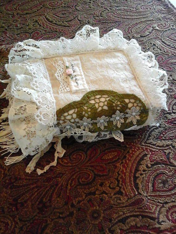 Shabby Chic OohLaLa filles tissu et dentelle livre vintage.