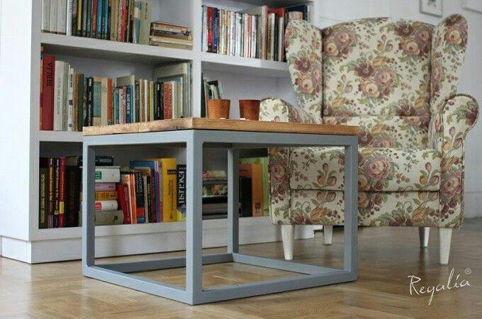 Stolik ze starego drewna na profilach  Mały stolik przyda się w każdym domu.  #regaliapolskamanufaktura #staredrewmo #mebledrewniane #meble #meblenawymiar #stol #stoldrewniany #stolkawowy #drewno #wooden #woodworking #woodworker