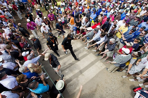 Phil Mickelson going through a crowd at US Open! #golf #mickelson #usopen #pga #majorchampionship