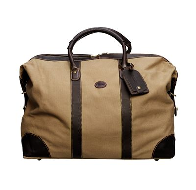 BARON   CASSINO COUNTRY   259€  This classic weekend bag from Baron is made of canvas and leather details of the best quality. The bag holds 50 liters, it has a smaller external pocket on the back and an interior zippered pocket. The inside is lined with black fabric. Find more accessories for men at http://detailsforhim.se #mensfashion #men #accessories #fashionformen #hunting
