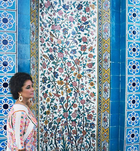 Elizabeth Taylor in Shiraz.  http://www.architecturaldigest.com/resources/features/2011/04/international_velvet_slideshow#slide=2