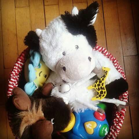 Zpagetti / tshirt yarn / trapillo basket for my son's toys. Crocheted. Mamanufaktura creations (https://facebook.com/mamanufaktura)