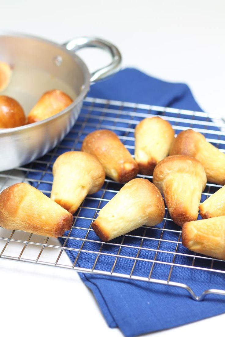Il babà, o babbà, è un dolce di pasta lievitata dalla forma simile a un fungo che, una volta cotto, viene inzuppato nello sciroppo di zucchero, rum, o altri liquori come il limoncello.