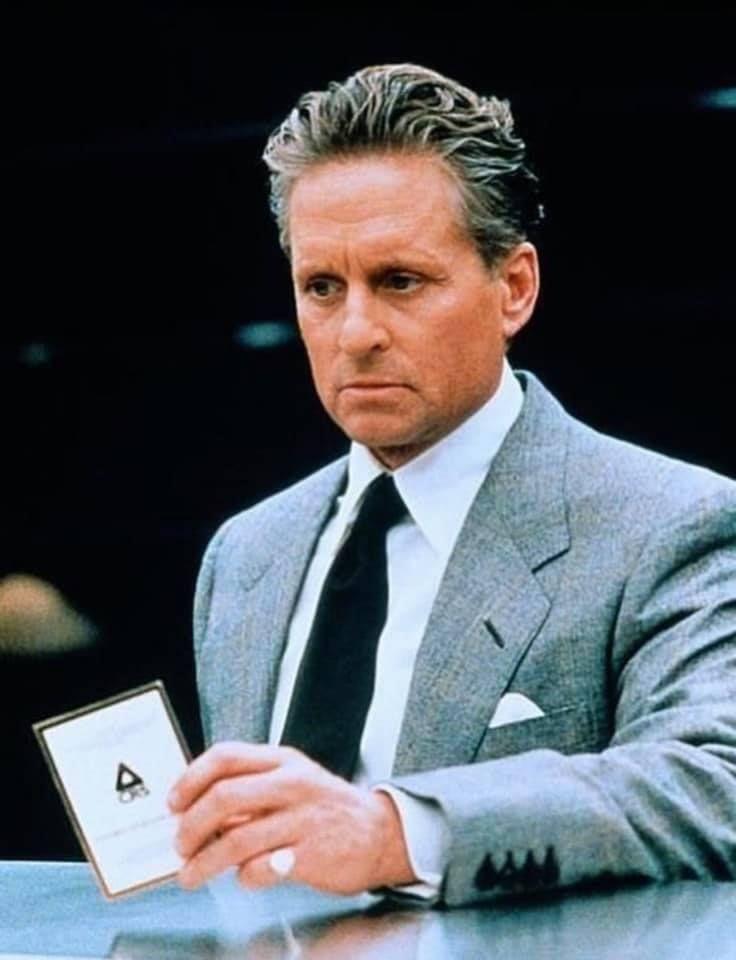49cf8ac5f9 fehér ing szürke öltöny és sötét nyakkendő. Douglas mint Nicholas van  Orton, a Játsz/ma cimű filmben (1997) #MichaelDouglas #classicbusinessstyle