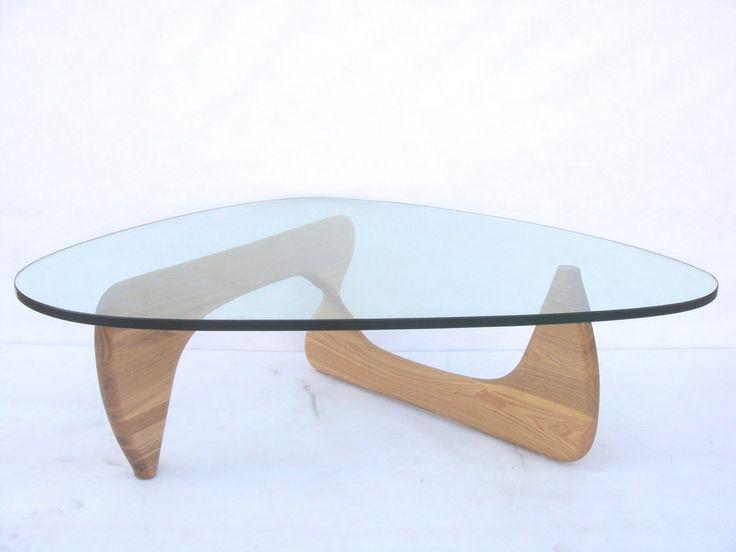 Model 012. Net als onze andere meubels is dit een modern en tijdloos design dat in ieder interieur past. De tafel is te verkrijgen met zwarte, donkerbruine of lichte walnoot voet.