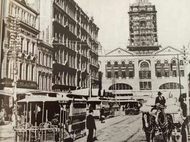 Constructing Flinders Street Station,in Melbourne in c1909. National Library of Australia.