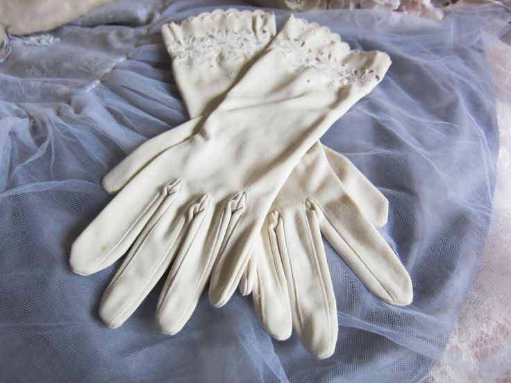 Vintage 1950's wedding gloves, cream gloves, retro wedding gloves, floral patterned, formal evening, bridal gloves, rockabilly glamour style by thevintagemagpie01 on Etsy
