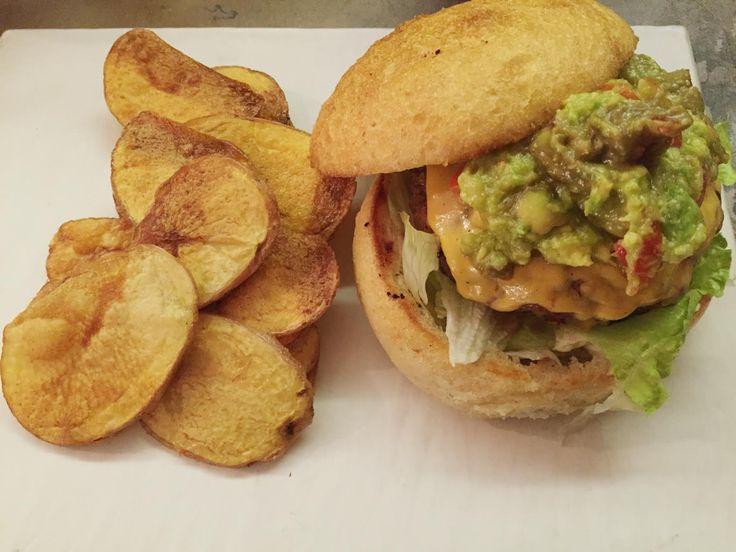 L'hamburger èsempre stato classificato come junk food; Mc Donald's e Burger King insegnano: ingredienti di dubbia qualità, condimenti ipercalorici, il tutto accompagnato da patate frit…