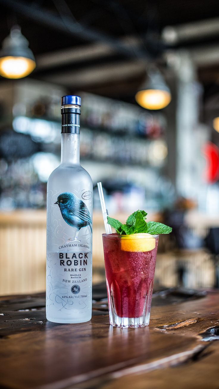 Black Robin Summer Raspberry Jug 250ml Black Robin Gin 700ml Ginger beer 1 Lime sliced 1.5 Cups frozen raspberries Lots of fresh mint  *Make in 2L jug and fill with lots of ice