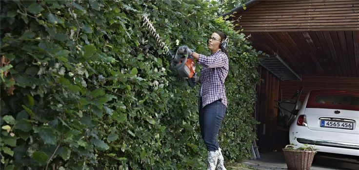 Our hedge trimmers are ideal for jobs around the garden - regardless if your hedge is a small eye catching detail or a tall and lush masterpiece. And you will be able to work a long shift when needed A Husqvarna Hedge Trimmer will always provide you with strong performance and long lasting power in a trouble-free way.