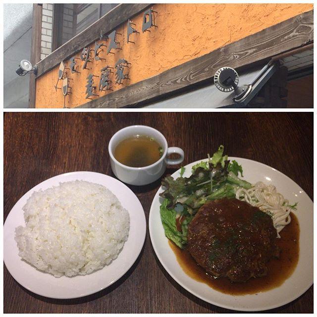#タカログ😋 #20170515 #ランチ #モツビストロ麦房屋#ムギボウヤ #港区新橋3-2-6 #モツバーグ#ライス大盛り#スープ ¥850 ちょっと気になってた#モツ 入りのハンバーグ💡 平べったい感じで、ライス大盛りとの量は丁度良かったけど、タレが薄めなのは素材の味を活かすためかな⁉︎w #ご馳走様でした🙏 #ハンバーグ#お肉#肉#meat ・ ・ ・ #ginza#銀座#shinbashi#新橋 #yurakucho#有楽町#marunouchi#丸の内#tokyo#東京#lunch#taka#log