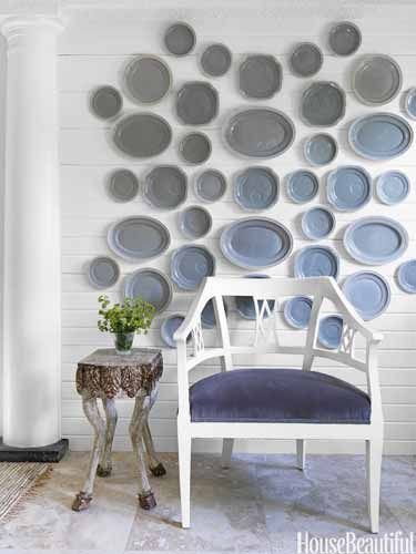 "Covering the whole wall with plates has the same effect as ""one big piece of art."""