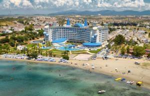 #Otel #Oteller #OtelRezervasyon - #Aydın, #Didim - Büyük Anadolu Didim Resort Otel Didim - http://www.hotelleriye.com/aydin/buyuk-anadolu-didim-resort-otel-didim -  Genel Özellikler Restoran, Bar, 24-Saat Açık Resepsiyon, Gazeteler, Bahçe, Teras, Sigara İçilmeyen Odalar, Engelli Konuklar için Odalar/İmkanlar, Asansör, Hızlı Check-In/Check-Out, Emanet Kasası, Isıtma, Bagaj Muhafazası, Otelde Mağazalar Mevcut, Bütün genel ve özel alanlarda sigara içmek yas