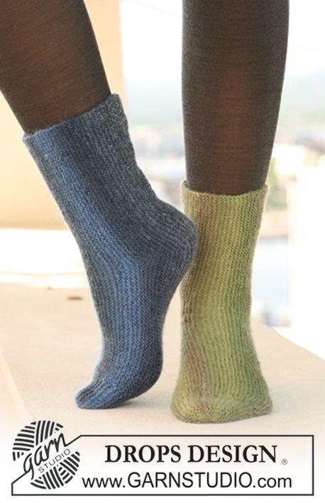 """Retstrikkede DROPS sokker i """"Delight"""", strikket fra side til side. ~ DROPS Design"""