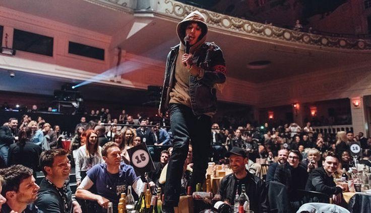 Ο Oli Sykes trash-αρε το τραπέζι των Coldplay στα NME 2016 [Video] - #BringMeTheHorizon, #Coldplay, #NmeAwards, #NMEAwards2016, #OliSykes #Metal, #Music, #News, #Photos, #Pop, #Videos More: http://on.hqm.gr/cz