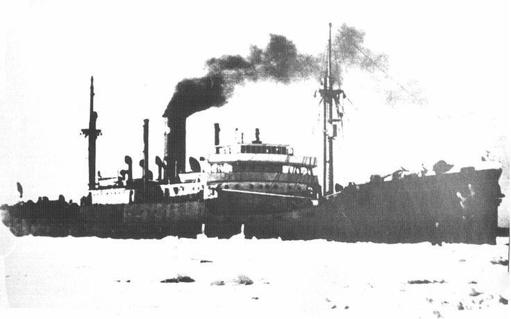 """Пароход """"Марина Раскова"""" из советского конвоя БД-5. 12 августа 1944 года немецкая подводная лодка U-365 потопила в Карском море траулер Т-114 и транспортное судно «Марина Раскова» - корабли советского конвоя БД-5; 362 были убиты и 256 выжили..."""