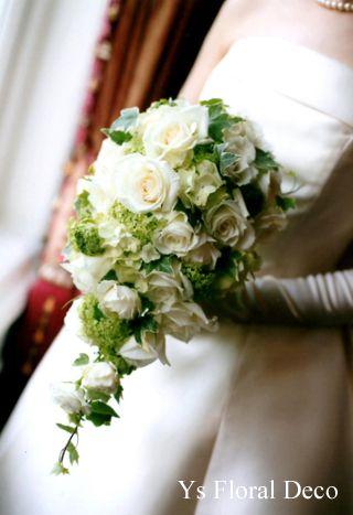 白緑のキャスケードブーケ ys floral deco@綱町三井倶楽部