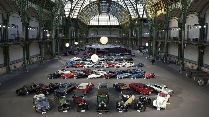 El Grand Palais de Paris aloja los 447 lotes de autos y motos clásicos que la casa británica Bonhams pretende subastar