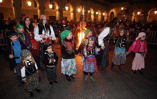 SERIES: FOTOS DE GITANOS - SELECCIONES DE IMAGENES EN LA WEB POR IPITIMES.COM   Gitanos hungaros   Los caldereros y zíngaras invadieron Donostia. :: ARIZMENDI