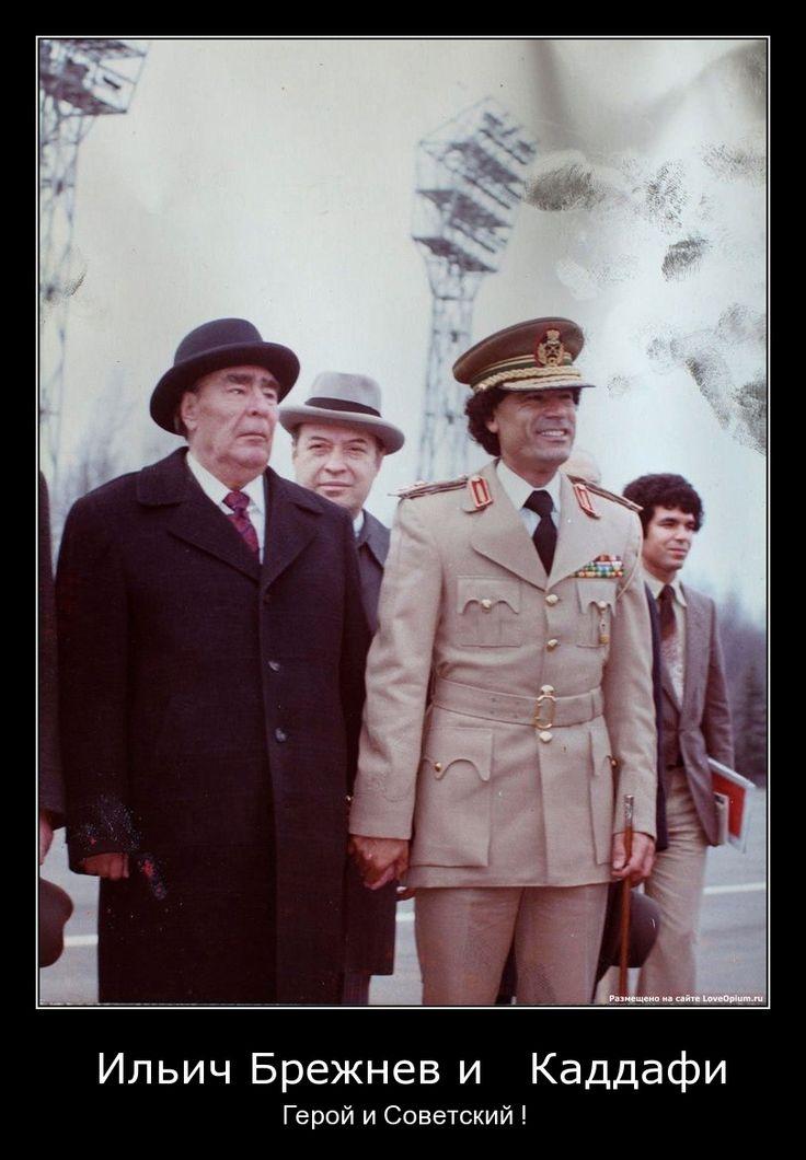 Brezhnev holds hands with Ghaddafi