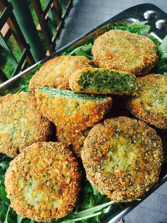 Le spinacine fatte in casa sono buonissime, sanissime ma anche facilissime da fare! Amate da grandi e piccini! Provatele!