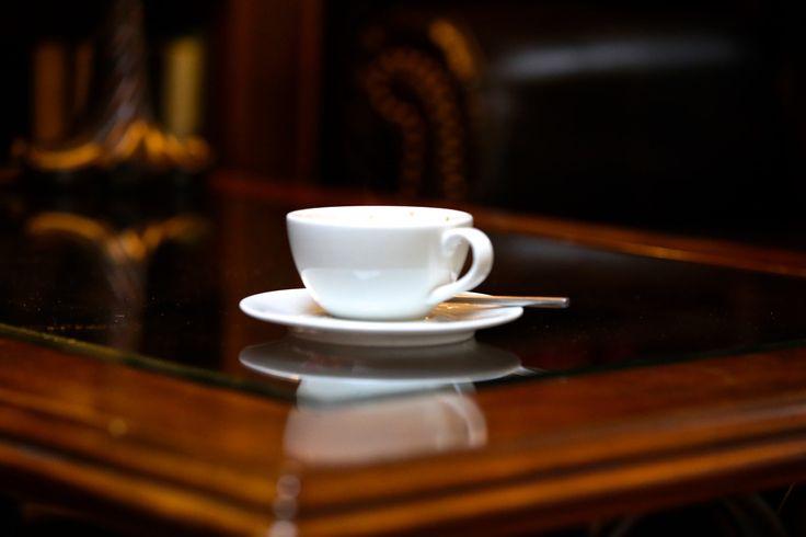 Чашечка кофе в интерьере