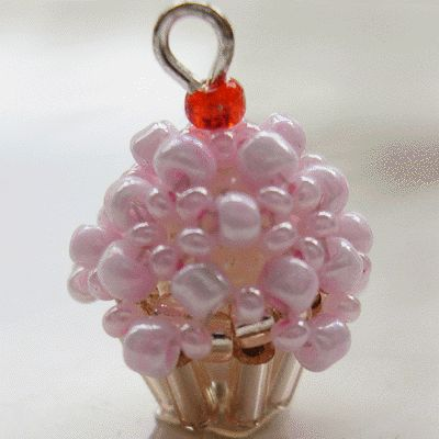 3D Beaded Cupcake ~ Free Tutorial at  www.beadjewelrymaking.com