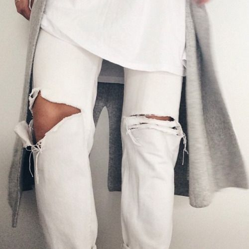 White ripped jeans + white t-shirt + long grey sweater = fresh and clean fall and winter look