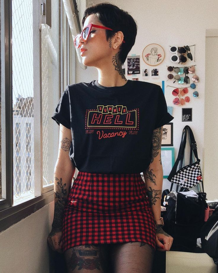 f6b0212fc10b5 Outfit, checkered, skirt, tights, glasses, short hair, pixie cut ...