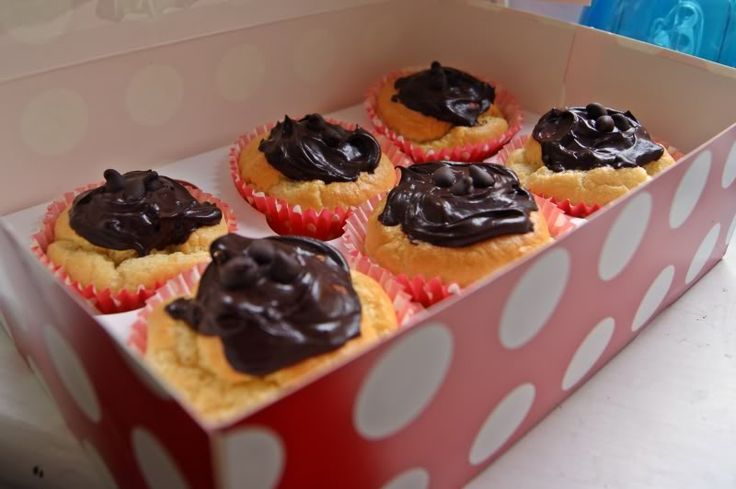 1 syn cupcakes - recipe in full: http://www.minimins.com/slimming-world-recipes/204942-1-syn-cupcakes-chocolate-icing-4.html