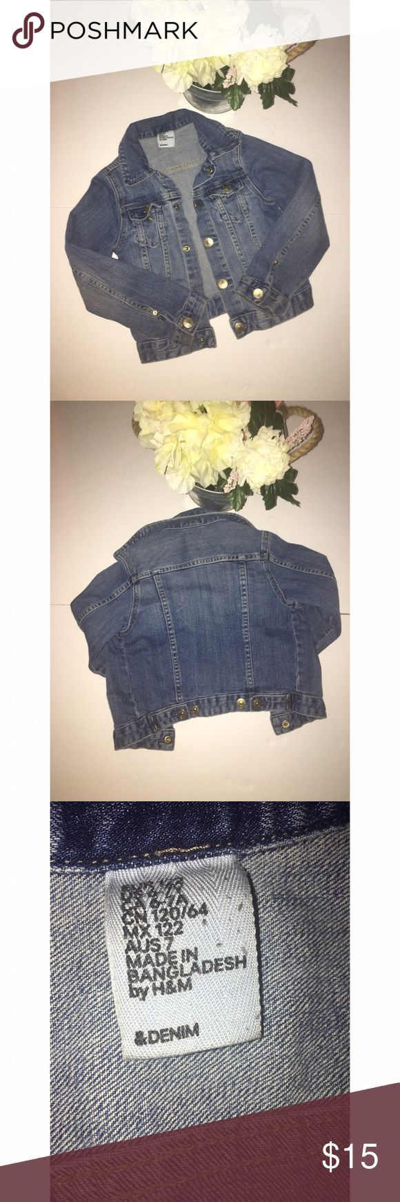 Girl H&M Denim Jacket Girl H&M Denim Jacket   Size: 6-7 Y   Versatile Denim jacket perfect for your little one on on those breezy summer evenings paired over any outfit  Make me an offer 😉 H&M Jackets & Coats Jean Jackets