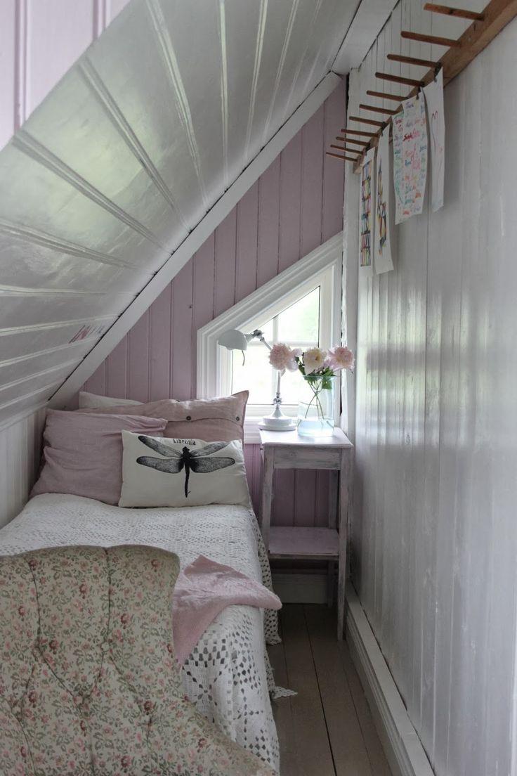 pequeño cuarto infantil... solo me gustan los colres y almohadones, me parece muy asfixiante!!