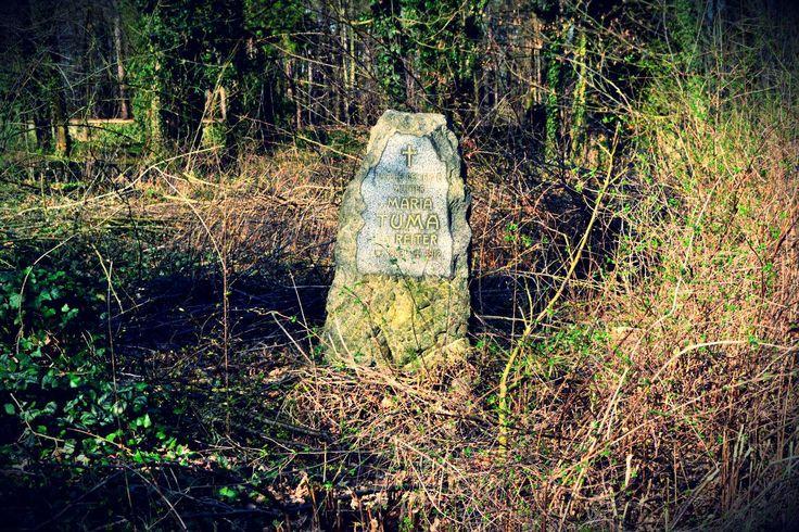 Náhrobek Maria Tuma - Bohnický hřbitov bláznů