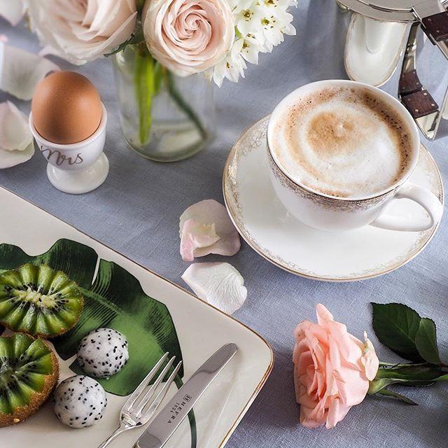 Have a lovely day dear Friends ☕️ .  .  .  .  .  .  .  #szczyptasmaq#coffee#cofetime#coffeeart#coffeenow#coffeegram#coffeeholic#coffeebreak#coffeeporn#breakfast#breakfasttime#goodday#goodvibes#goodmorning#mytime#mycity_life#kardelenhome#lovelylinen#roses#flowerporn