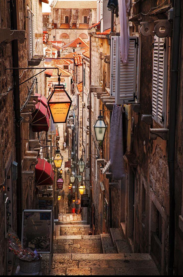 Beautiful alleyway in Croatia : europe