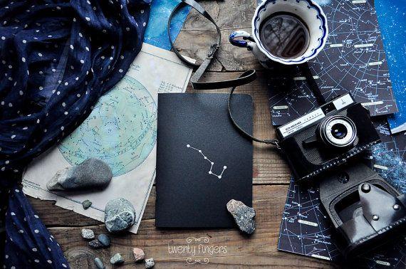 Notebook-sketchbook nero metallico con un di TheTwentyFingers
