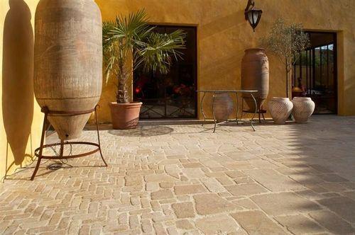 Baldosa de exterior / para pavimento / de piedra natural / mate Pavés romains et…