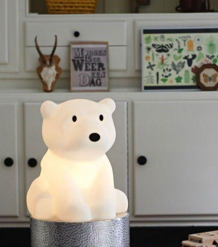 Achetez la lampe ours polaire Nanuk sur lavantgardiste en veilleuse ou lumière déco, il sera parfait dans votre intérieur.