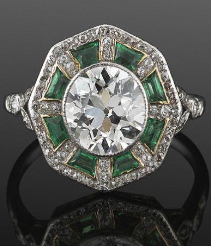 Un temprano anillo  Art Deco diamantes y Esmeralda, circa 1915.
