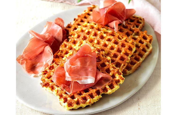 Waffle di patate e formaggio con prosciutto